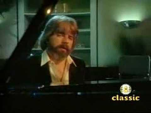 Michael McDonald - I Keep Forgettin' (Every Time You're Near) (1982)